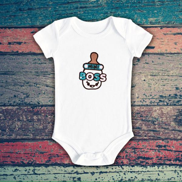 Micul sef cu biberon – body bebe, LWS, bumbac organic, brodat, alb