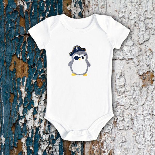 Pinguinul pirat – body bebe, LWS, bumbac organic, brodat, alb