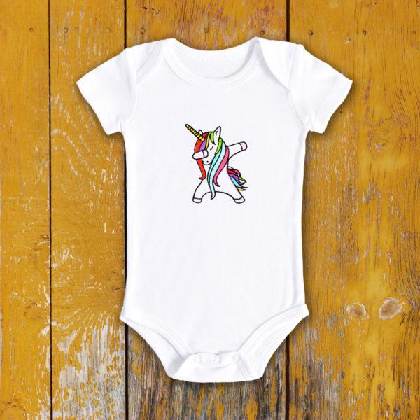 Unicorn dansator – body bebe, LWS, bumbac organic, brodat, alb